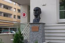 Pomnik Kemala Ataturka, Rakowiecka 19